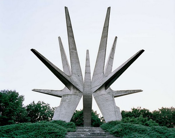 Abandoned-Yugoslavian-Monuments-by-Jan-Kempenaers-1