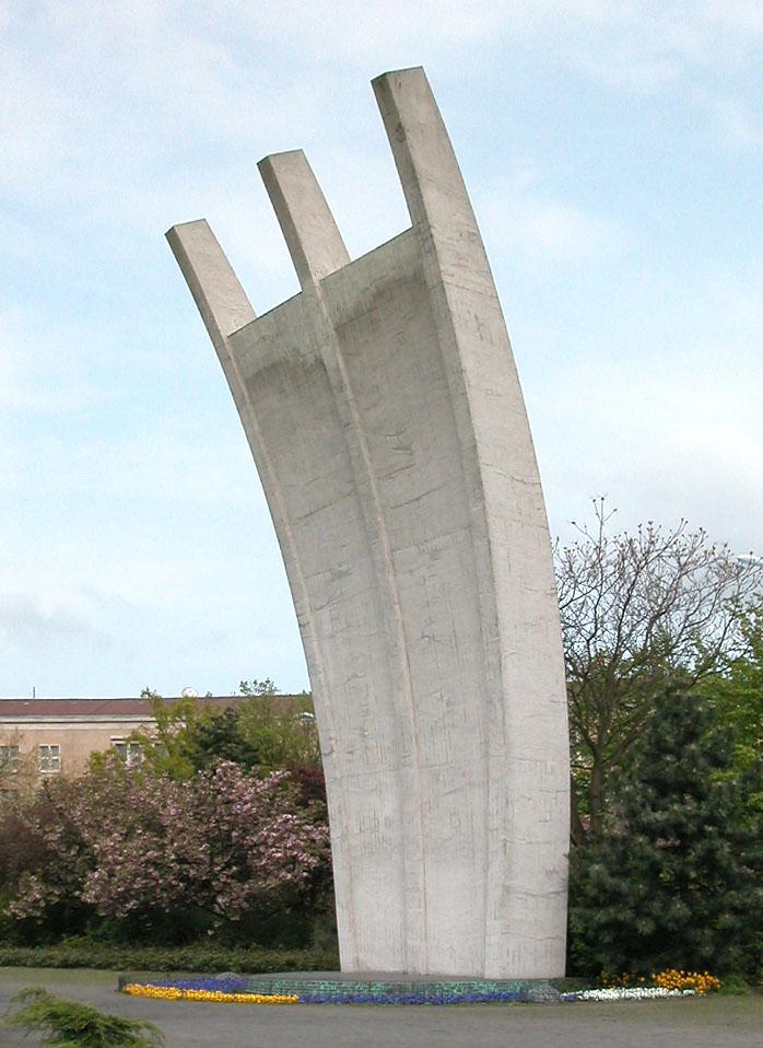 Berlin_Tempelhof_Luftbrueckendenkmal